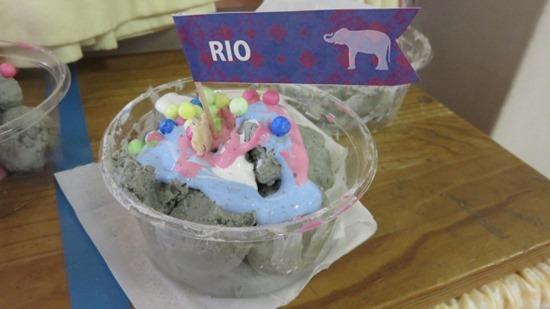 アイスクリームやさんごっこ (1)